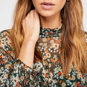 Free People | All dolled Up cropped blouse. EUC!